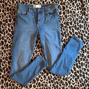 A&F Super Skinny High Rise Jeans    6 Long